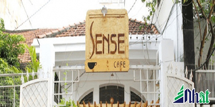 Bảng hiệu quan cafe Lense