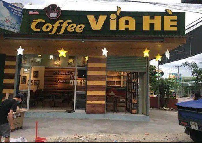 Bảng hiệu quán cafe Via He