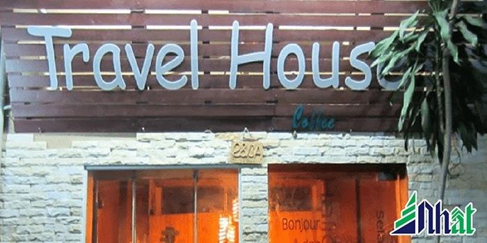 Biển hiệu quán cafe Travel House