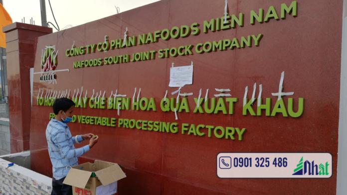 bảng hiệu nhà máy